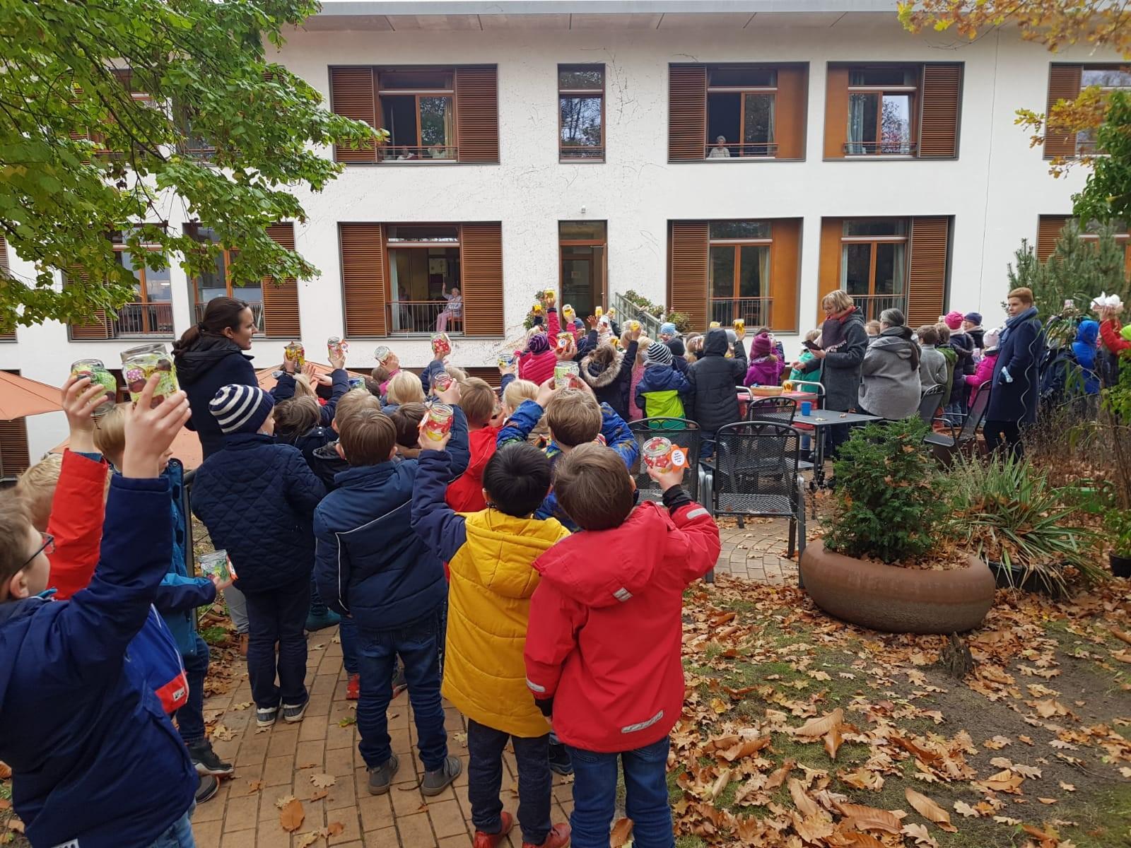 """""""Lichterkinder"""" bringen Licht zum Haus Friedenshöhe"""
